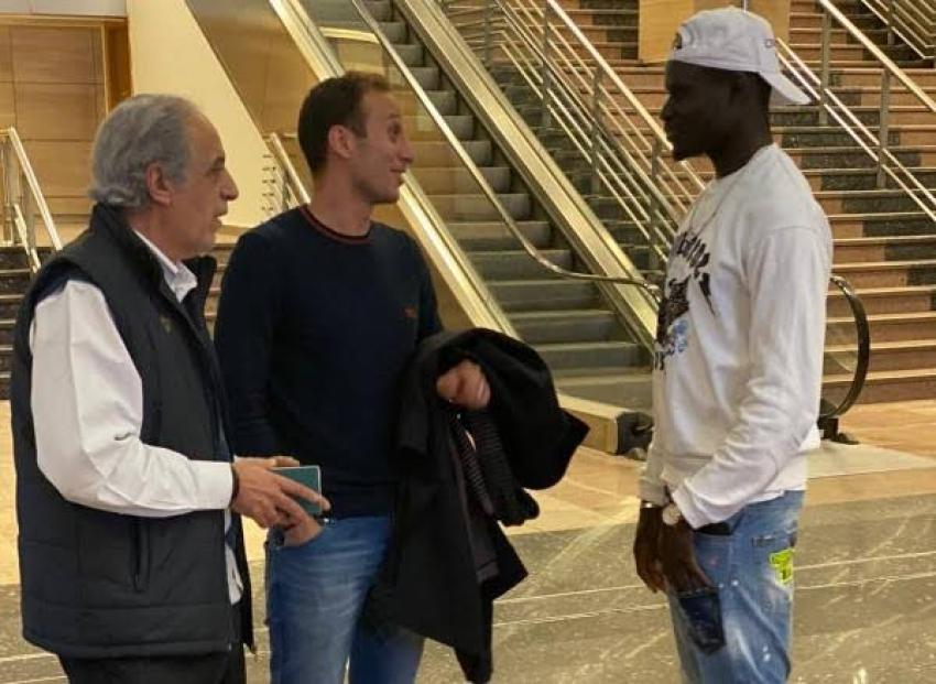 أليو بادجي يصل القاهرة ويخضع للكشف الطبي