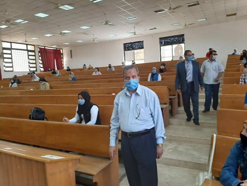 رئيس جامعة السويس يتفقد أول أيام امتحانات الفصل الدراسي الثاني ويشدد على الإجراءات الاحترازية الوقائية