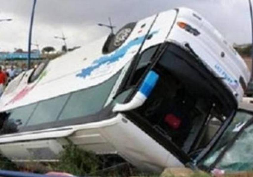 """""""صحة مطروح"""" مصرع 4 وإصابة 19 فى انقلاب حافلة ركاب على طريق سيوة"""
