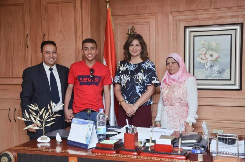 وزيرة الهجرة تستقبل البطل المصري رامي شحاتة الذي أنقذ 51 طالبًا من الموت المحقق بإيطاليا