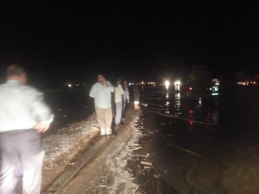 صقر يتابع الحركة المرورية علي طريق السويس القاهرة وعمليات شفط مياه الأمطار من الطرق الرئيسية والشوارع