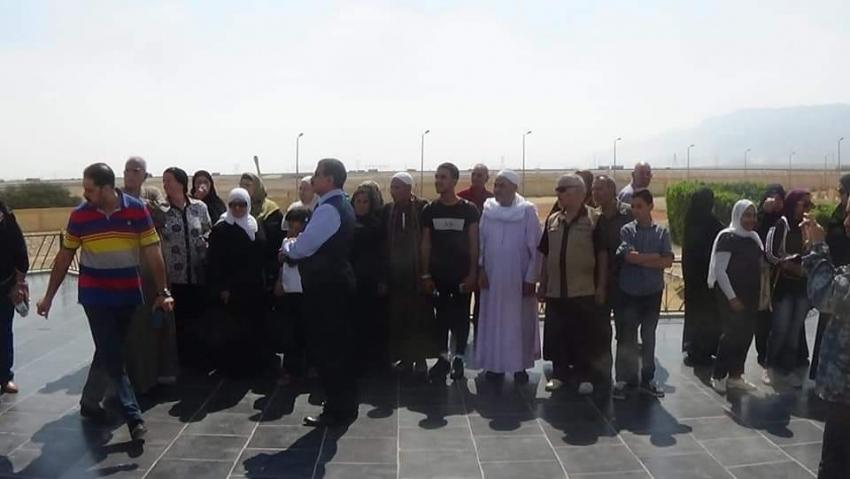 الجيش الثالث ينظم زيارات لأسر شهداء القوات المسلحة وطلبة المدارس لمزار عيون موسى والمتحف الحربى