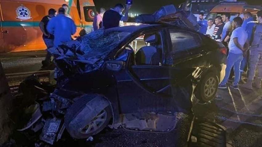 صور : حادث مروع ..وفاة اسرة بالكامل 7 افراد في حادث تصادم ملاكي بصخرة كبيرة على طريق السويس