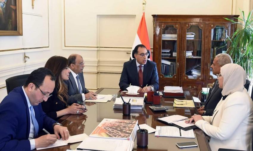 بتعليمات من السيسي :رئيس الوزراء يستعرض الخطط المقترحة من عبد المجيد صقر لتطوير السويس