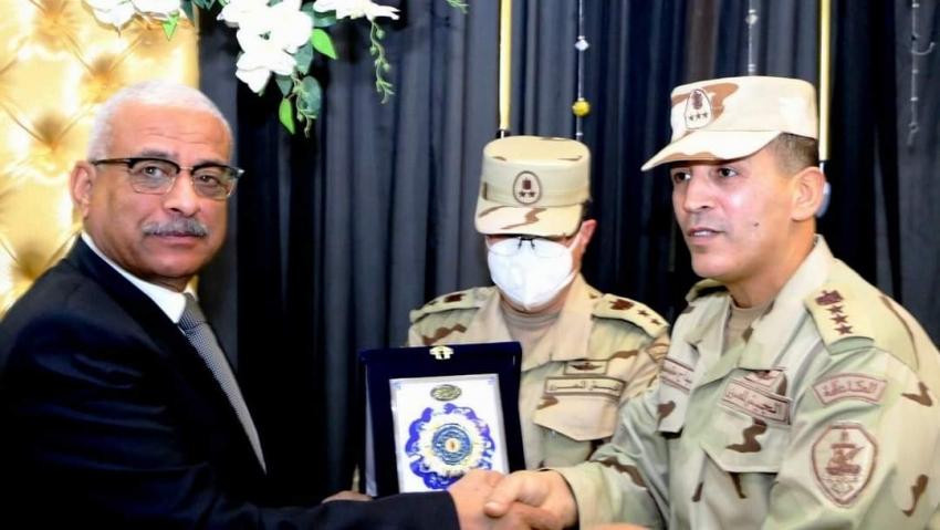 بالصور: محافظ السويس يحضر حفل تسليم وتسلم قيادة الفرقة الرابعة المدرعة بالجيش الثالث الميداني