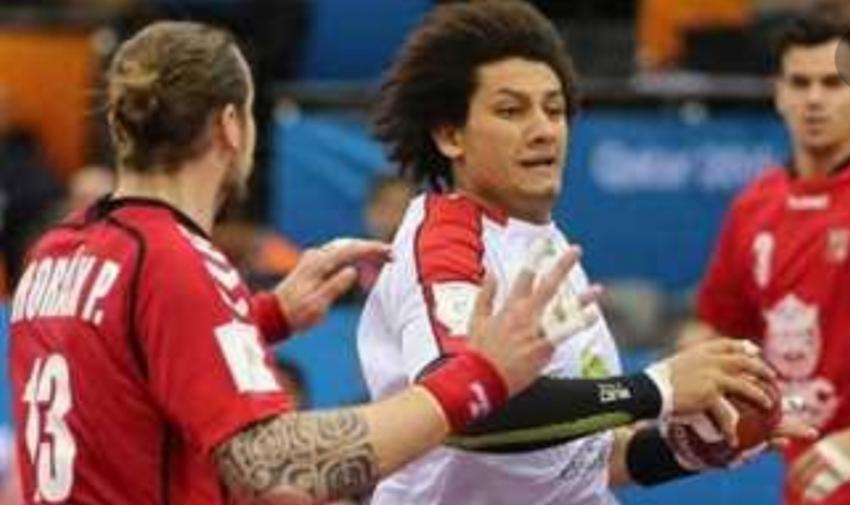 زين يحصل على أفضل لاعب فى مباراة المجر ويهديها لطيارة