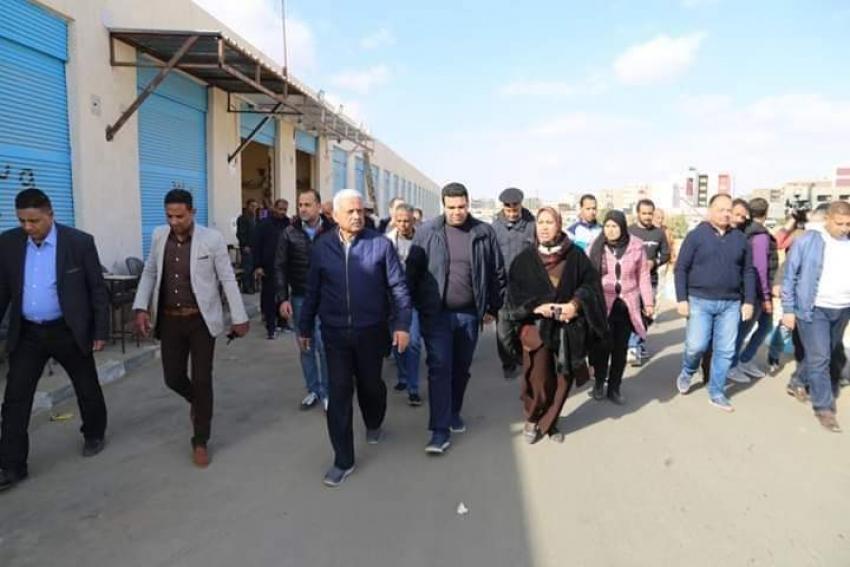 صقر يؤكد علي استمرار أعمال تطويرشبكة الصرف الصحي والانارة والمرافق العامة بشوارع وميادين محافظة السويس