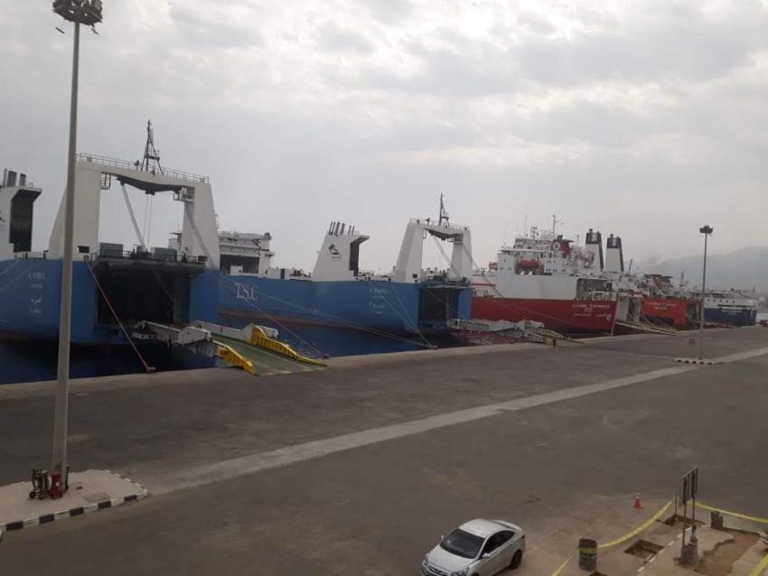 تداول 542 شاحنة و318 سيارة بموانئ البحر الاحمر