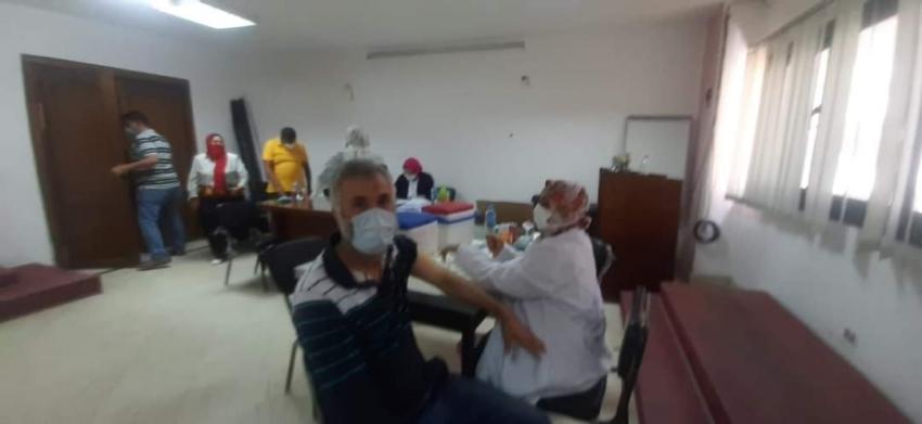 تلقي الجرعة الأولى من التطعيم ضد كوروناللعاملين بالقوى العاملة بالإسكندرية..