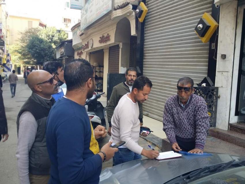 بالصور: حى السويس يقوم بحملة لإزالة الإشغالات والتفتيش على التراخيص