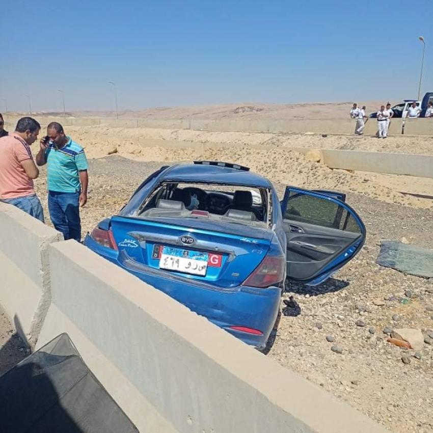اصابة خطرة لاثنين من المواطنين في حادث انقلاب سيارة ملاكي بطريق السخنة