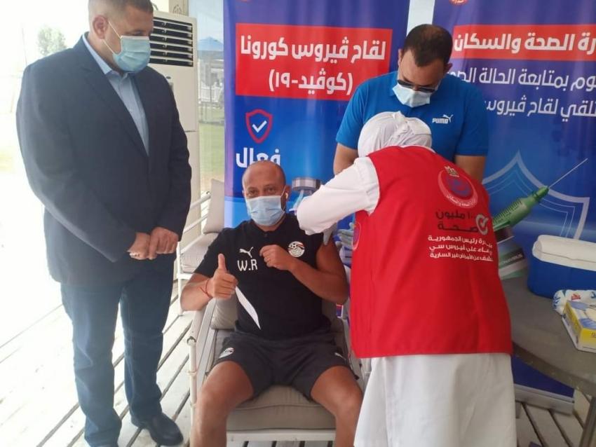 الحفناوي يشهد تطعيم بعثة منتخب مصر الاوليمبي لتلقي لقاح فيروس كورونا خلال تواجد الفريق بالعين السخنة