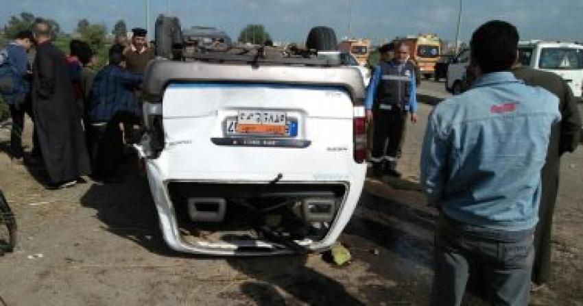 مصرع مواطن وإصابة 5 آخرين فى انقلاب ميكروباص على طريق بغداد- الأقصر بالوادى الجديد