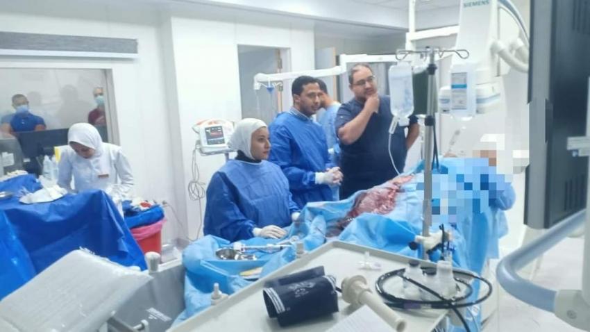 فريق وحدة القسطرة بمستشفى السويس العام ينجح في إنقاذ مريض بعد توقف عضلة القلب .