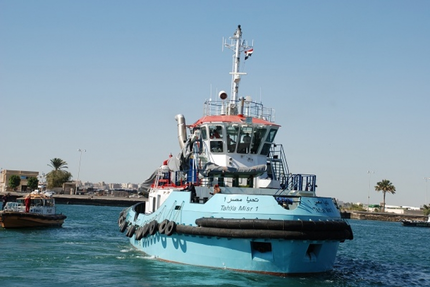 """وصول القاطرة البحرية """" تحيا مصر 1 """" لميناء بورتوفيق بالسويس"""
