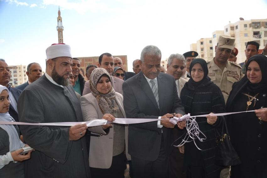 محافظ السويس يفتتح مدرسة الشهيد مجند عمرو حامد للتعليم الأساسي بحي عتاقة
