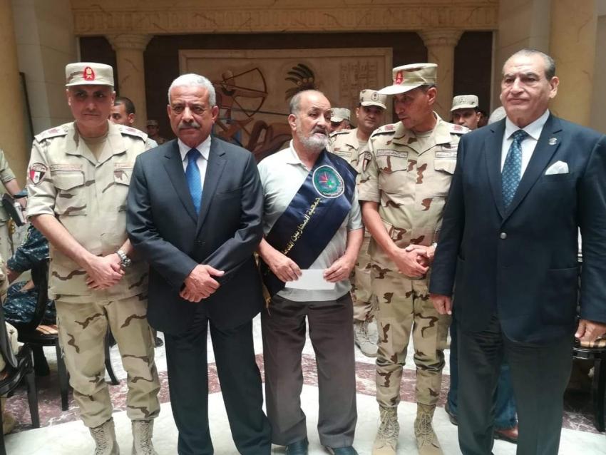 محافظ السويس وقائد الجيش الثالث ومدير الامن ومدير جمعية المحاربين القدماء يكرمون أسر الشهداء وأبطال منظمة سيناء