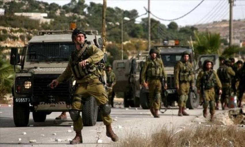 """قوات الاحتلال تعتقل أقارب الأسير""""ايهم كممجي""""وتفتش منزله"""