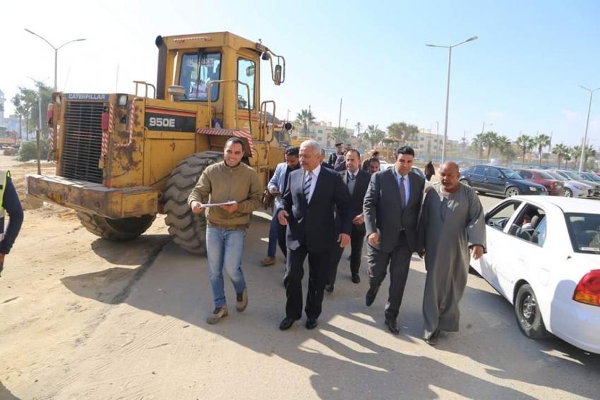 محافظ السويس يتابع أعمال تطوير ميدان الزراير ومنطقة المحروسة