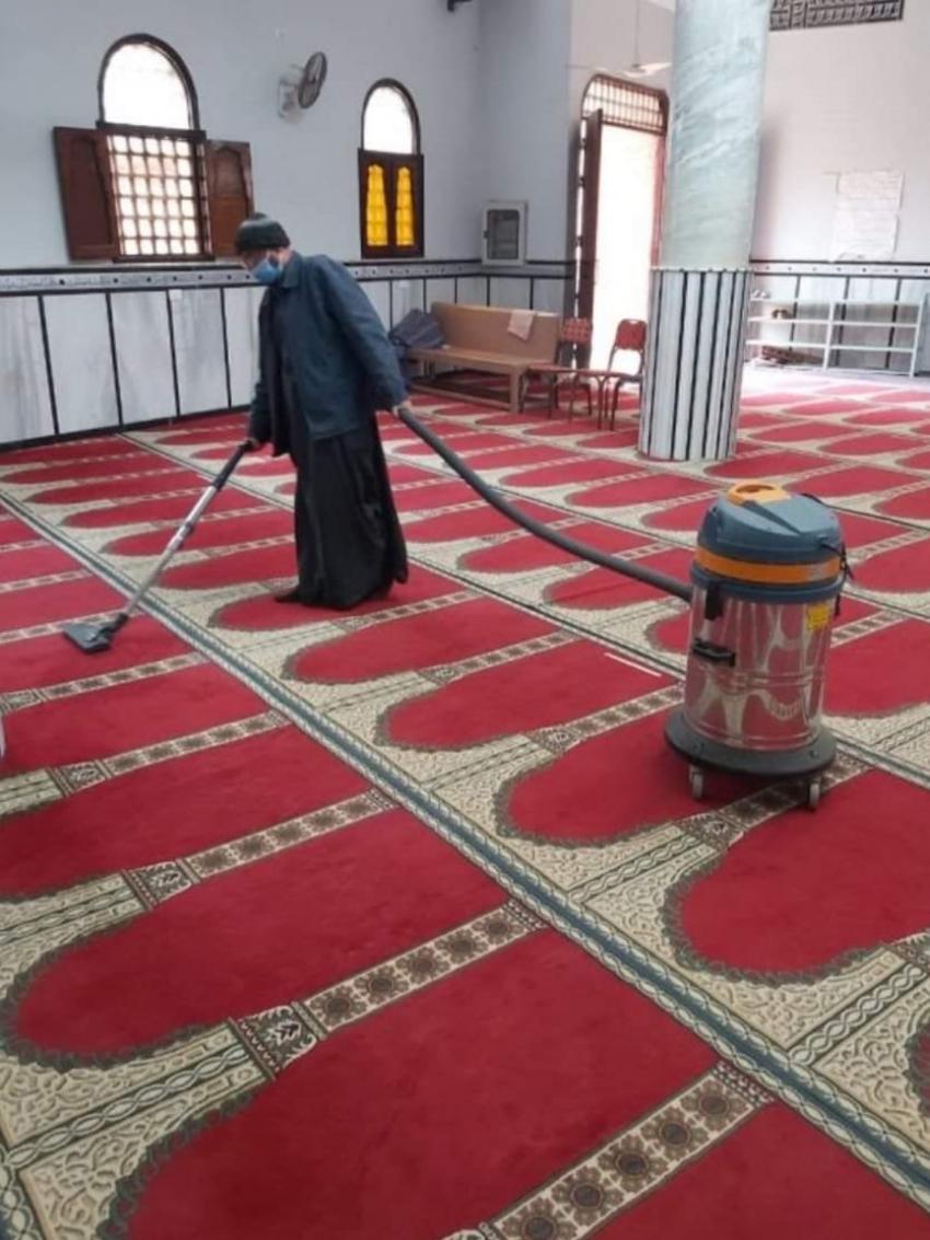 الأوقاف تواصل حملتها لنظافة وتعقيم المساجد في جميع المديريات