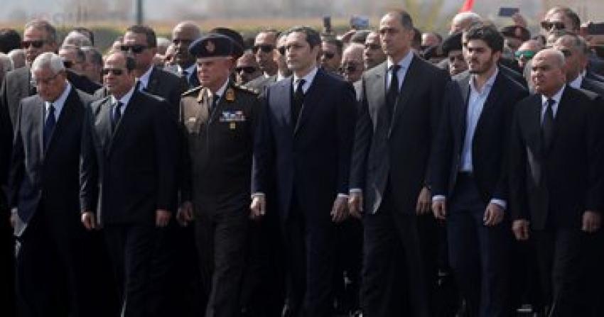 الرئيس السيسى وكبار رجال الدولة يتقدمون الجنازة العسكرية لتشييع مبارك