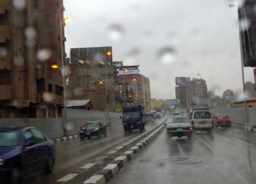 أمطار متوسطة على القاهرة والجيزة والقليوبية.. واليوم ذروة موجة التقلبات