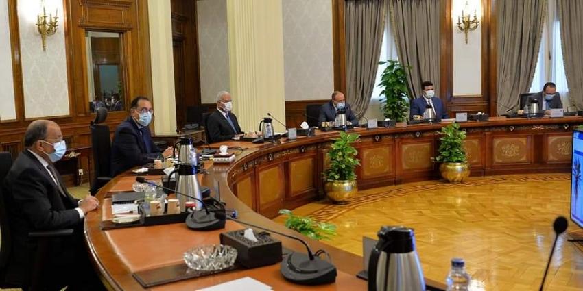رئيس الوزراء يجتمع مع محافظ السويس لمتابعة الموقف التنفيذي لعدد من المشروعات بالمحافظة