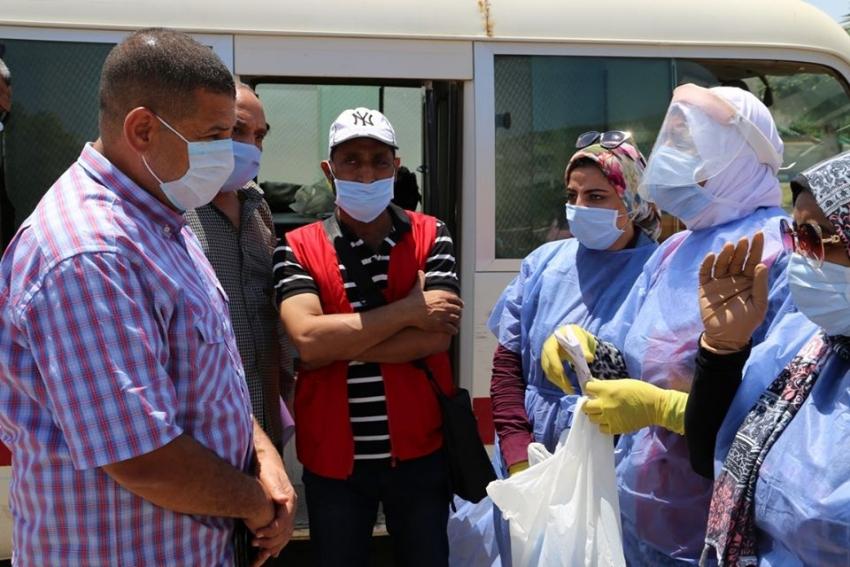 اللجنة الدائمة لإدارة الازمة بمحافظة السويس تتابع توصيل العلاج المنزلي للمخالطين