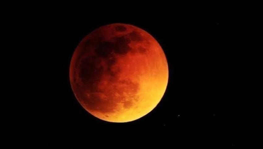 لمدة 5 ساعات ونصف.. خسوف جزئي للقمر على مصر الليلة وعدة دول تشاركها الليل