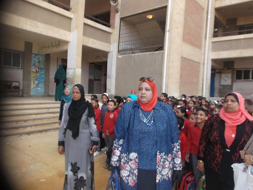 مديرة التعليم الإبتدائي بشمال التعليمية تحضر طابور الصباح بمدرسة الشيماء وتؤكد على الانضباط والالتزام