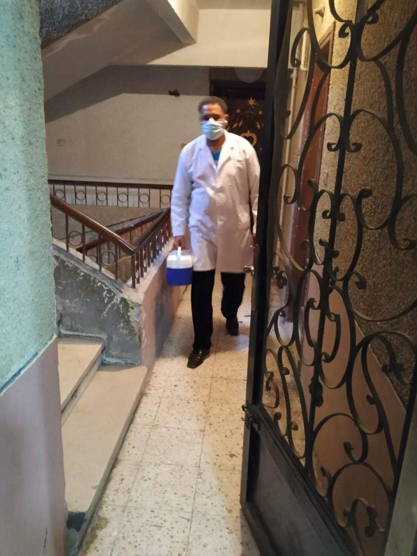 صحة السويس تواصل التطعيم المنزلي لأصحاب الامراض المزمنه بأحياء المحافظة الخمسة
