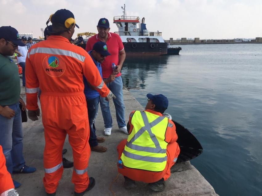 تنفيذ فعاليات التدريب العملي للتجربة الوهمية للتلوث الترولي ( السويس ١) بميناء الزيتيات، السويس.