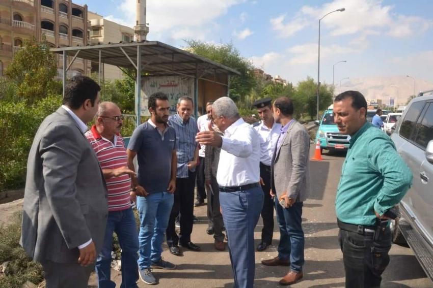 محافظ السويس يتابع رصف الطرق ويؤكد علي ازالة الاشغالات المخالفة