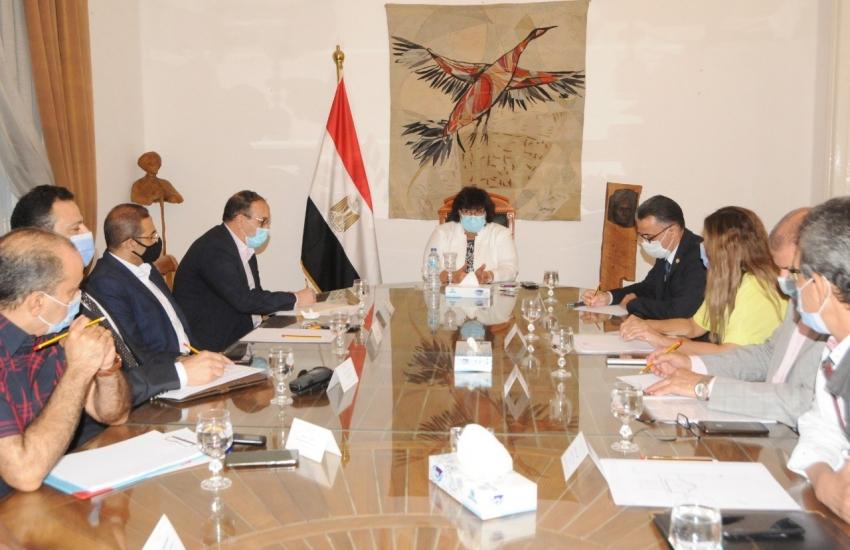 وزيرة الثقافة تجتمع ورئيس الاوبرا للاطلاع على استعدادات اقامة الدورة 29 من مهرجان ومؤتمر الموسيقى العربية
