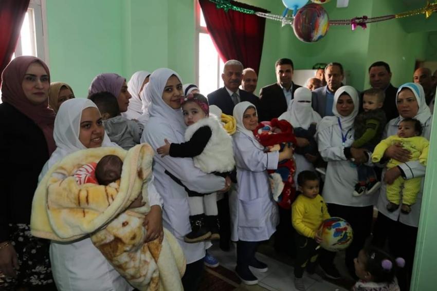صقر يتفقد الحملة القومية ضد مرض شلل الاطفال بالسويس
