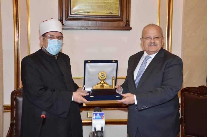 بروتوكول تعاون بين وزارة الأوقاف وجامعة القاهرة بشأن برامج تدريب الأئمة والواعظات
