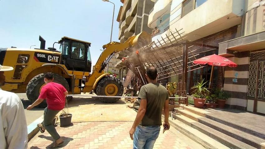 حي فيصل ينفذ 48 قرار ازالة للتعديات بمدينة السلام بالسويس