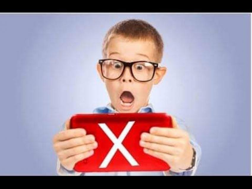 كيف تحمي طفلك من مشاهدة «المحتوى الإباحي»؟