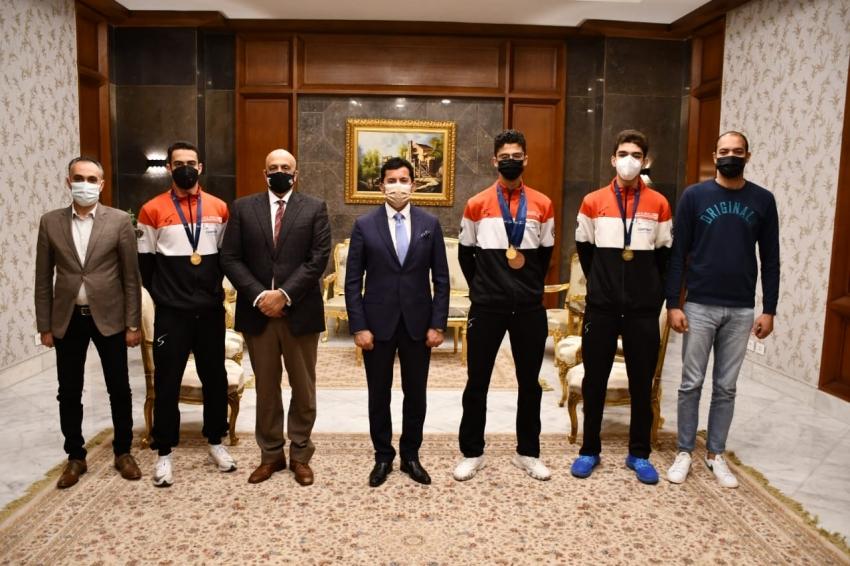 وزير الرياضة يكرم أبطال مصر ببطولة العالم للسلاح