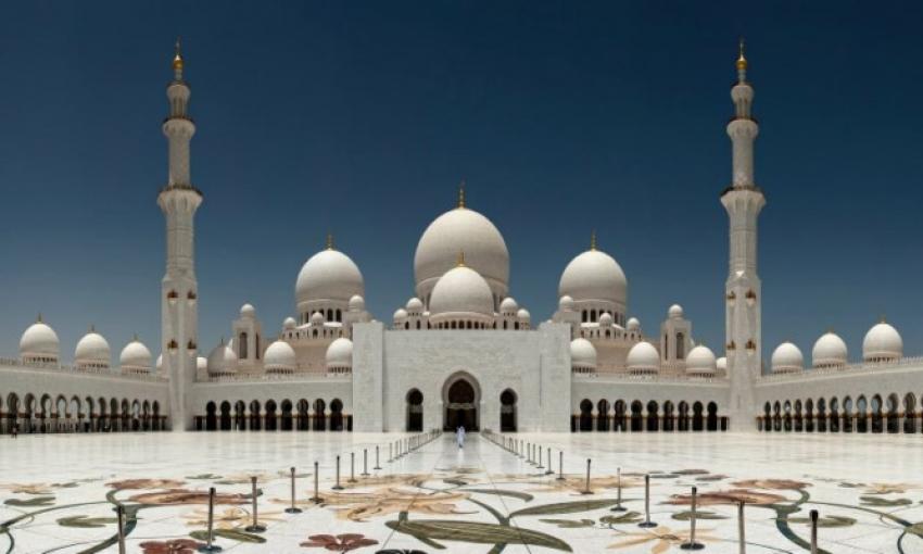 مسجد الشيخ زايد بأبو ظبي ضمن أشهر الأماكن السياحية في العالم