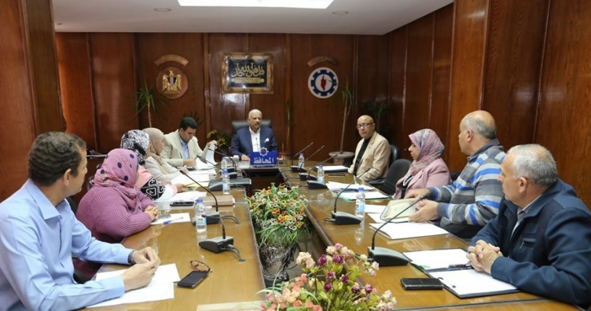 محافظ السويس يلتقي 15مواطناً في اللقاء الجماهيري
