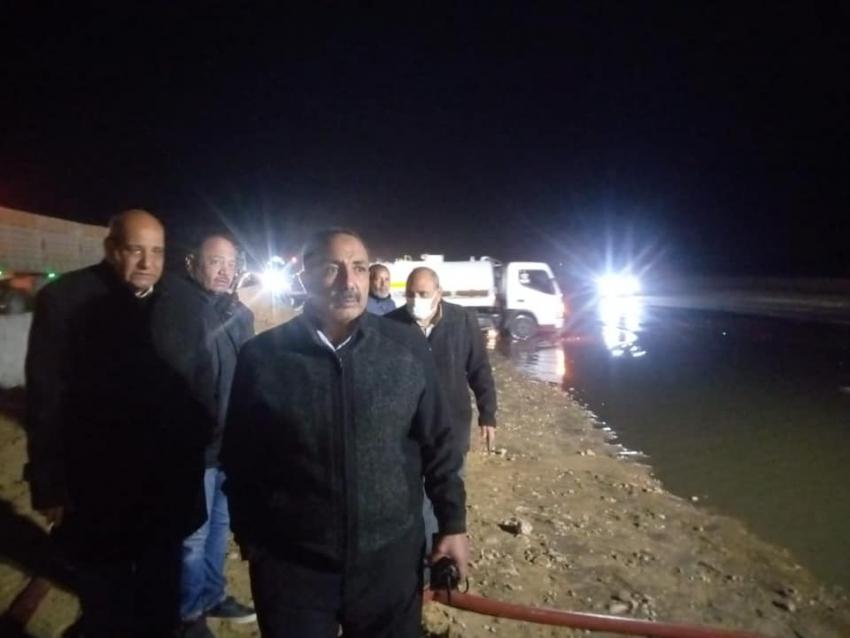 صقر يوجه بتكثيف الجهود لشفط مياه الامطار وتمهيد طريق السويس القاهرة
