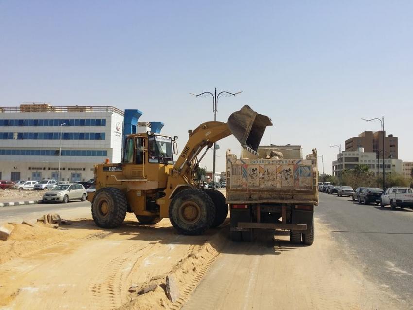 تطوير وانارة ورصف شوارع وإزالة عقارين بحي السويس