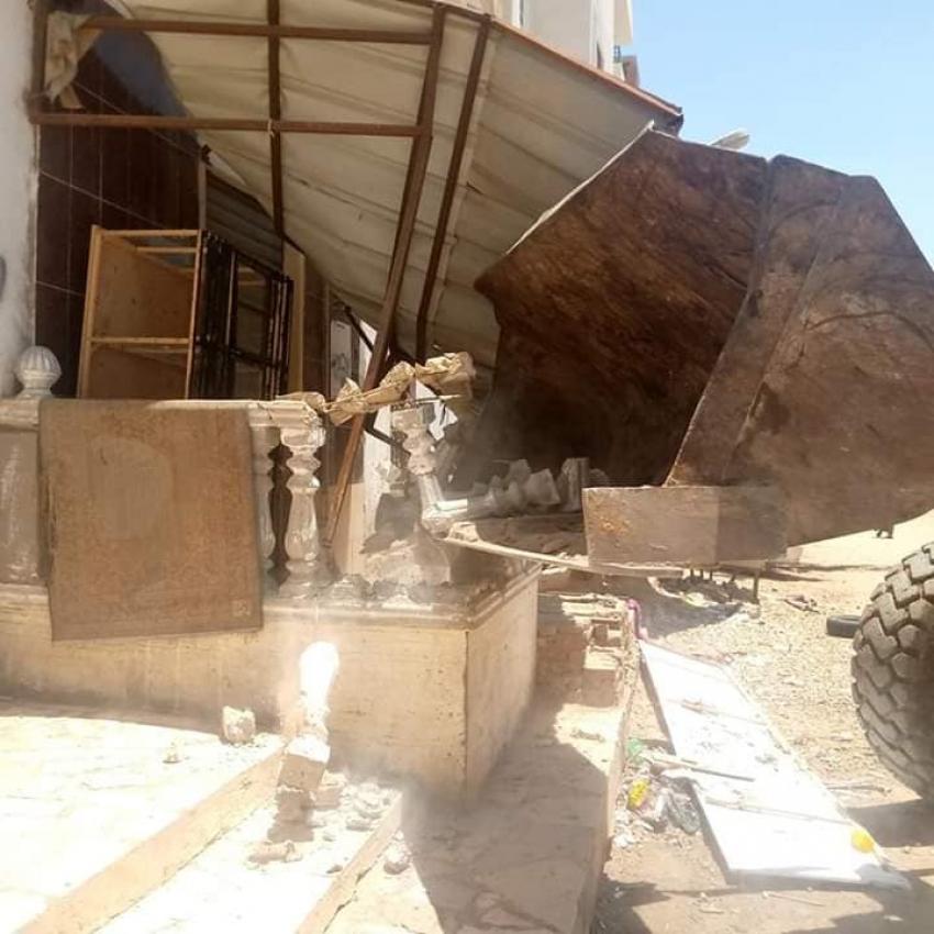 حي عتاقة ينفذ قرارات إزالة لعدد ٢٠ حالة تعديات بمدينة السلام ٢ بالسويس