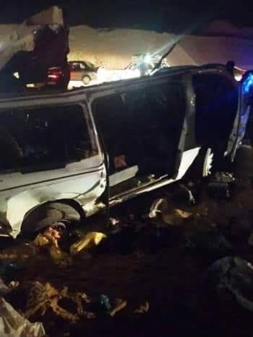 مصرع ٢٠ شخص واصابه شخصان اثر تصادم سياره ميكروباص بسياره نقل بطريق بني سويف