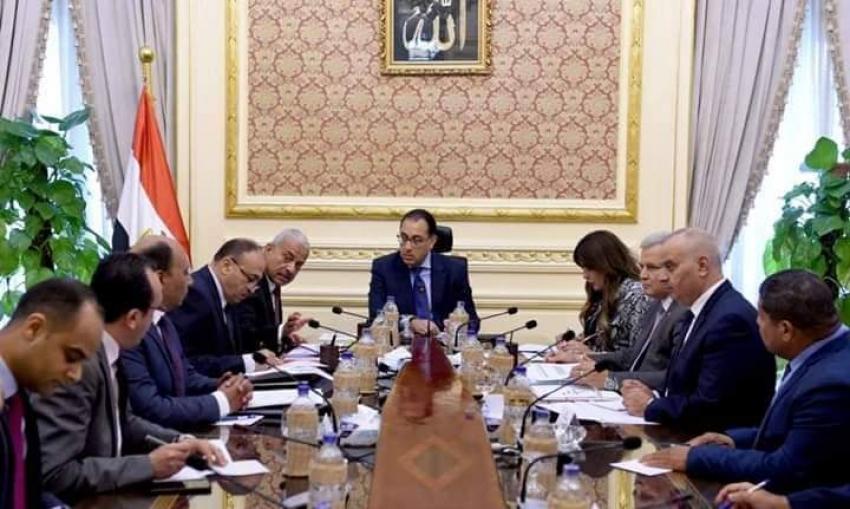 خلال لقائه مع محافظ السويس:   رئيس الوزراء يوجه بتوفير التمويل اللازم لتنفيذ خطة عاجلة    لتحسين خدمات الصرف الصحي بعدد من المناطق   داخل المحافظة