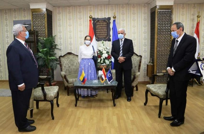 محافظ السويس يستقبل سفيرة كولومبيا