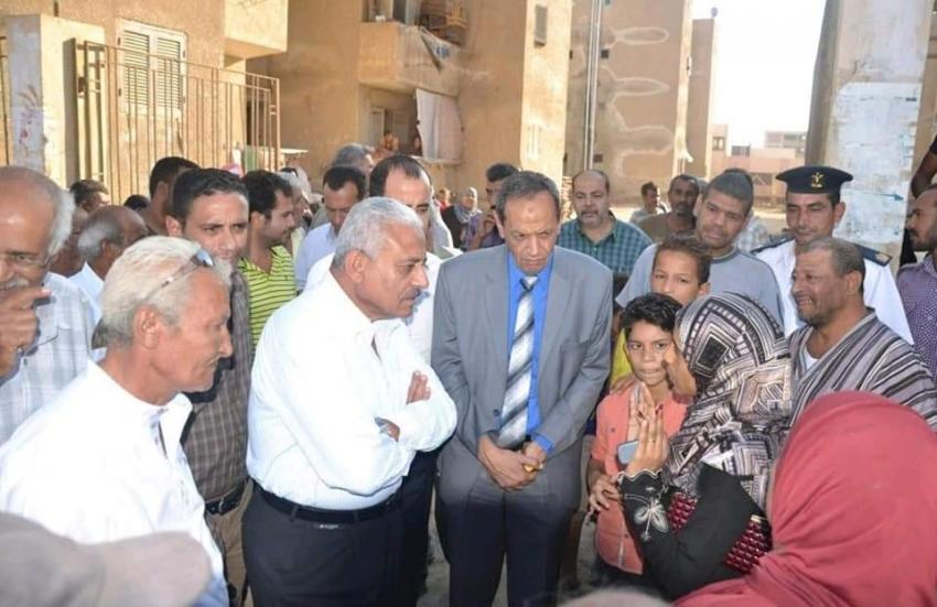محافظ السويس في جولة تفقدية بمساكن الأيواء بحي فيصل