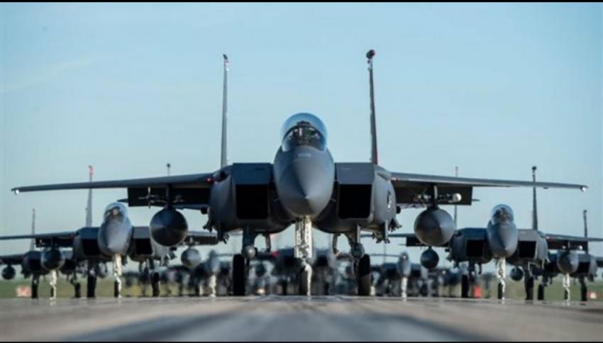 وصول العالقين المصريين من أفغانستان على متن طائرة حربية مصرية