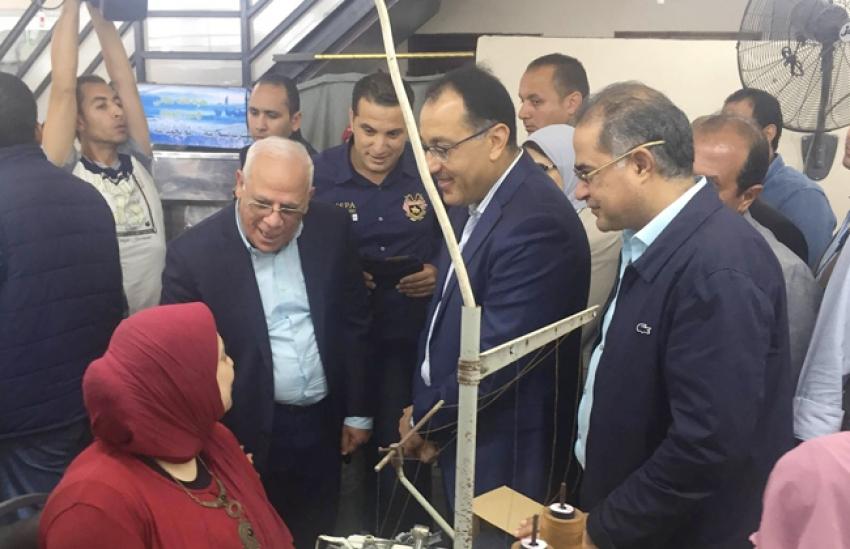 """""""الدكتور مصطفى مدبولى""""يتفقد  مركز خدمات المواطنين ببورسعيد"""